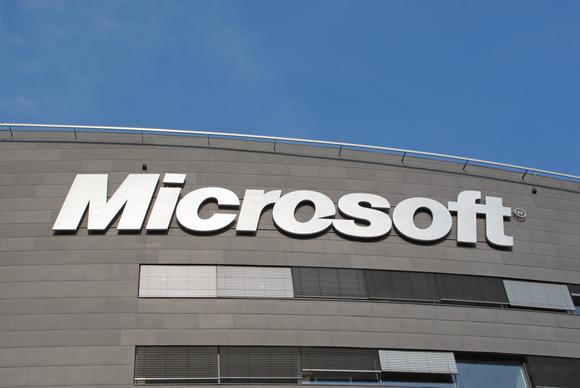 Microsoft Challenges US Warrant to Turn Over Emails Held Overseas