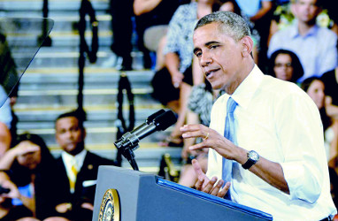 Obama Talks Housing, Immigration At Desert Vista