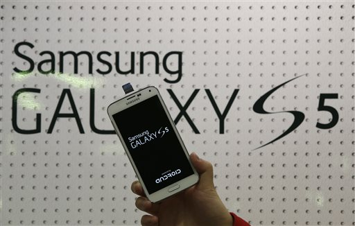 Samsung Slips Back in Battle of Smartphones