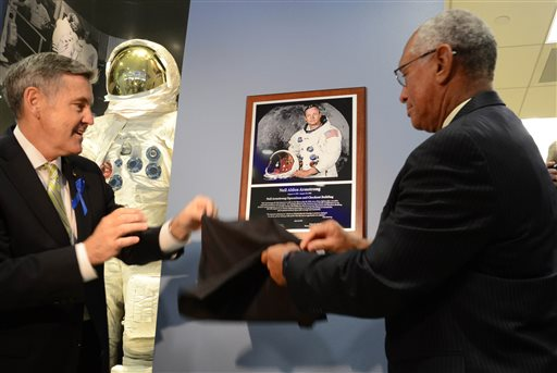 NASA, Apollo 11 Crewmates Honor Neil Armstrong 45 Years After Moon Landing