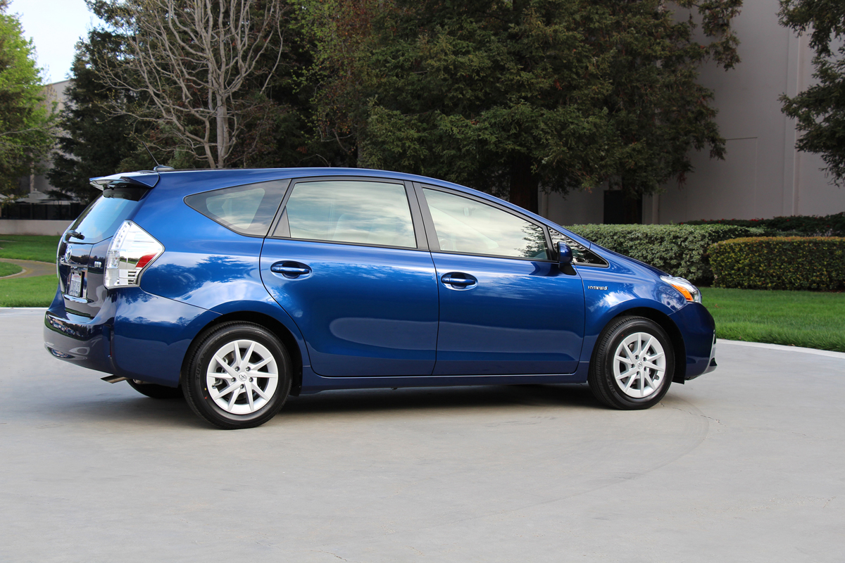 2015 prius v release date price and specs. Black Bedroom Furniture Sets. Home Design Ideas