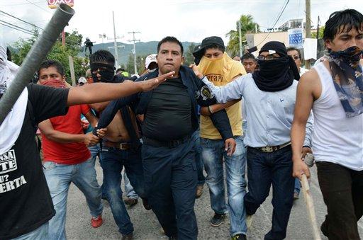 Mexico: Violent Protests Hit Acapulco's Tourism