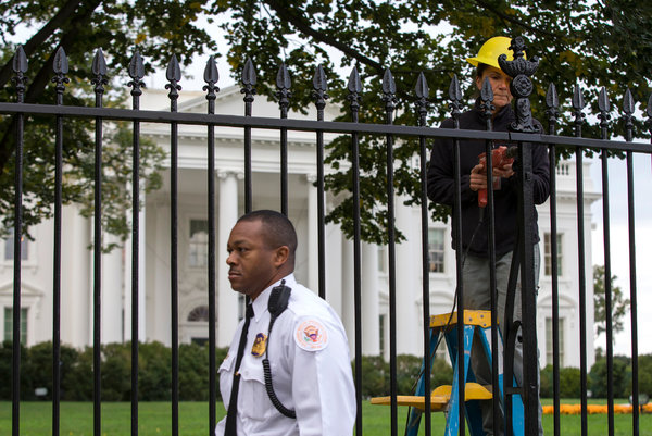 Secret Service Blunders Eased White House Intruder's Way, Review Says