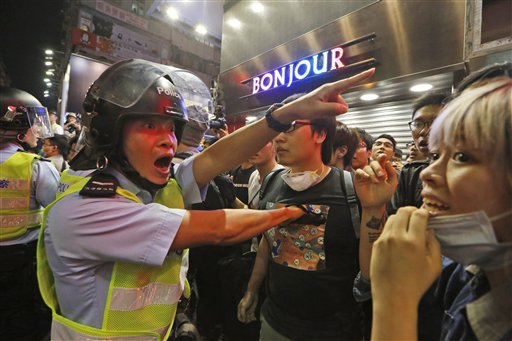 Hong Kong Police Arrest Key Protesters, Clear Site
