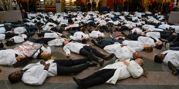 """Medical Students Hold """"White Coat Die-In"""" Across the U.S."""