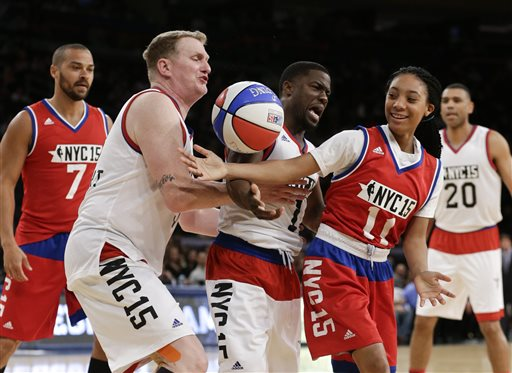 Mo'ne Davis Outshines Kevin Hart at Celebrity All-Star Game