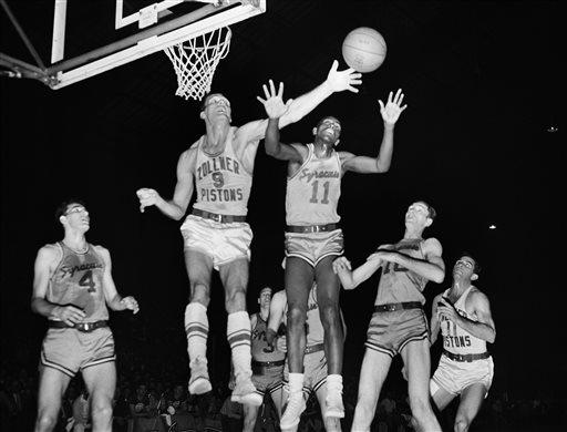 Earl Lloyd, N.B.A.'s First Black Player, Dies at 86