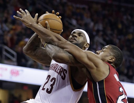 LeBron, Cavs Overpower Heat 113-93 for 14th Win in 15 Games