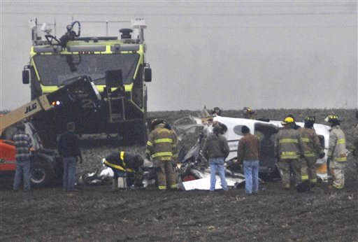 Friends, Family Mourn 7 Victims of Illinois Plane Crash