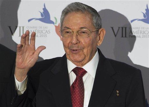 Obama, Castro Shake Hands as U.S., Cuba Seek Better Ties
