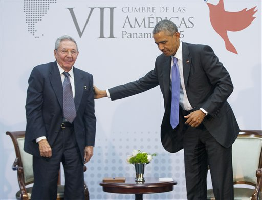 Obama, Castro Hold Historic Meeting, Agree to Foster 'a New Relationship'