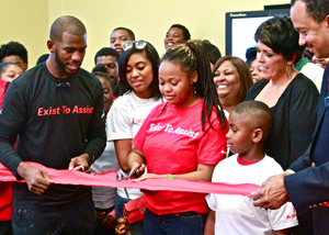 Chris Paul donates Computer Lab to Crenshaw Afterschool Program