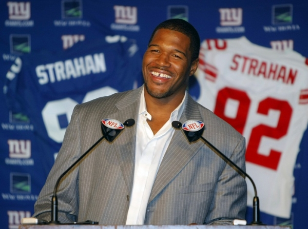 Former New York Giants defensive end Michael Strahan, pictured in 2008 during his retirement announcement, is again taking flack from Warren Sapp. (Photo: Reuters)