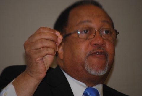 Wilmington Ten Leader Benjamin F. Chavis thanks Black Press (Photo by George E. Curry/NNPA)