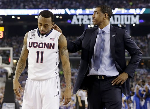Connecticut head coach Kevin Ollie and guard Ryan Boatright (11) talk at a break against Kentucky during the second half of the NCAA Final Four tournament college basketball championship game Monday, April 7, 2014, in Arlington, Texas. (AP Photo/Eric Gay)