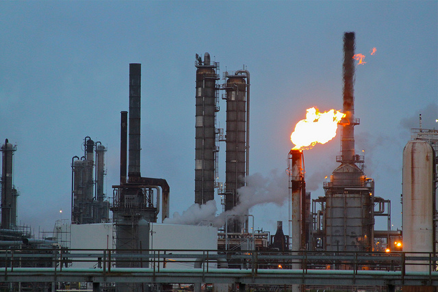 Flaring at Shell Deer Park Refinery, Deer Park TX, located on the Houston Ship Channel. (Roy Luck/Flickr/Creative Commons)