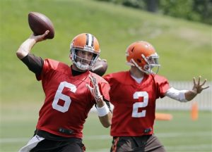 Cleveland Browns quarterback Brian Hoyer (6) passes with Johnny Manziel (2) during practice at the NFL football team's facility in Berea, Ohio Wednesday, Aug. 20, 2014. Earlier Hoyer was named the opening day starter. (AP Photo/Mark Duncan)