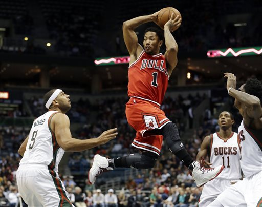 Chicago Bulls' Derrick Rose looks to pass in traffic during the first half of an NBA basketball game against the Milwaukee Bucks Wednesday, Nov. 5, 2014, in Milwaukee. (AP Photo/Morry Gash)