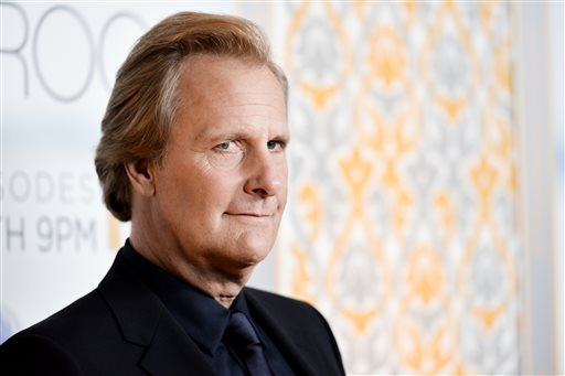 """Jeff Daniels arrives at """"The Newsroom"""" Season Three Premiere on Tuesday, Nov 4, 2014, in Los Angeles. (Photo by Richard Shotwell/Invision/AP)"""