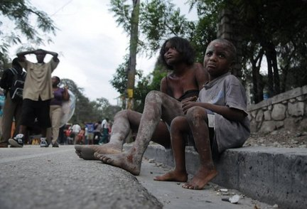Injured people sit along Delmas road the day after an earthquake struck Port-au-Prince, Haiti, Wednesday, Jan. 13, 2010.  A 7.0-magnitude earthquake hit Haiti on Jan. 12. (AP Photo/Jorge Cruz)