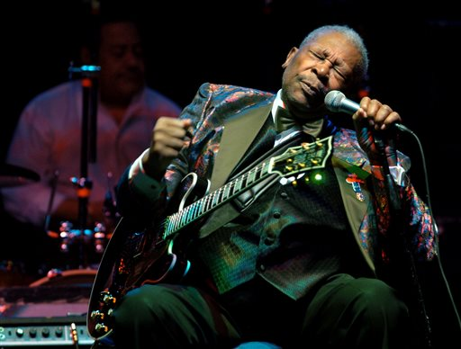 In this Feb. 16, 2007 file photo, B.B. King performs at the Wicomico Youth and Civic Center, in Salisbury, Md.  King died Thursday, May 14, 2015, peacefully in his sleep at his Las Vegas home at age 89, his lawyer said. (Matthew S. Gunby/The Daily Times via AP) NO SALES