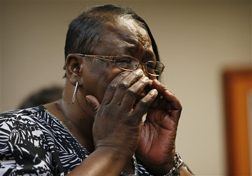Patty King, daughter of B.B. King, cries while leaving Clark County Family Court Thursday, May 7, 2015, in Las Vegas.  A dispute over B.B. King's health and wealth has been tossed out of court by a judge in Las Vegas who says two investigations didn't find the blues legend is being abused. Thursday's court ruling keeps King's longtime business manager, Laverne Toney, in legal control of King's affairs. King's doctor says the 89-year-old musician is in home hospice care. (AP Photo/John Locher)