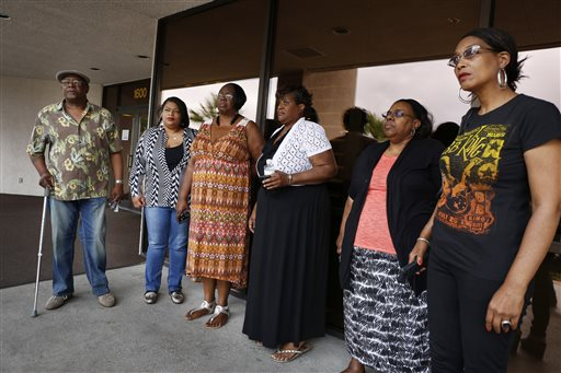 Willie King, from left, Tanya Deckard, Patty King, Karen Williams, Barbara King Winfree and Rita Washington stand outside of a funeral home after a private family viewing of blues musician B.B. King Thursday, May 21, 2015, in Las Vegas. The family members attended a private viewing ahead of a public viewing scheduled for Friday. King died May 14 in Las Vegas at age 89. (AP Photo/John Locher)