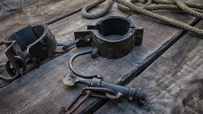 Slave shackles, chain and rope. (Photo: iStockphoto / NNPA)
