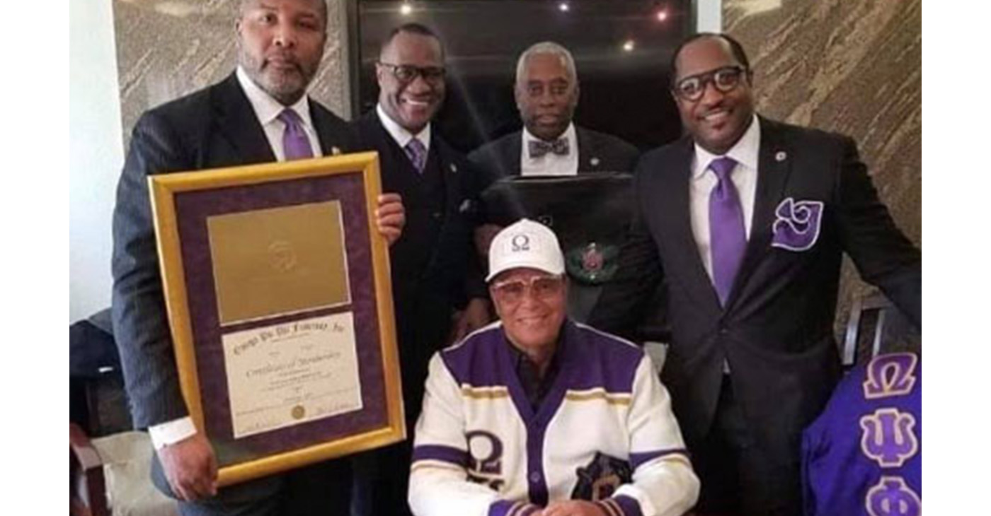 Min. Louis Farrakhan is inducted into Omega Psi Phi Fraternity (Image Source: Twitter/@LouisFarrakhan)