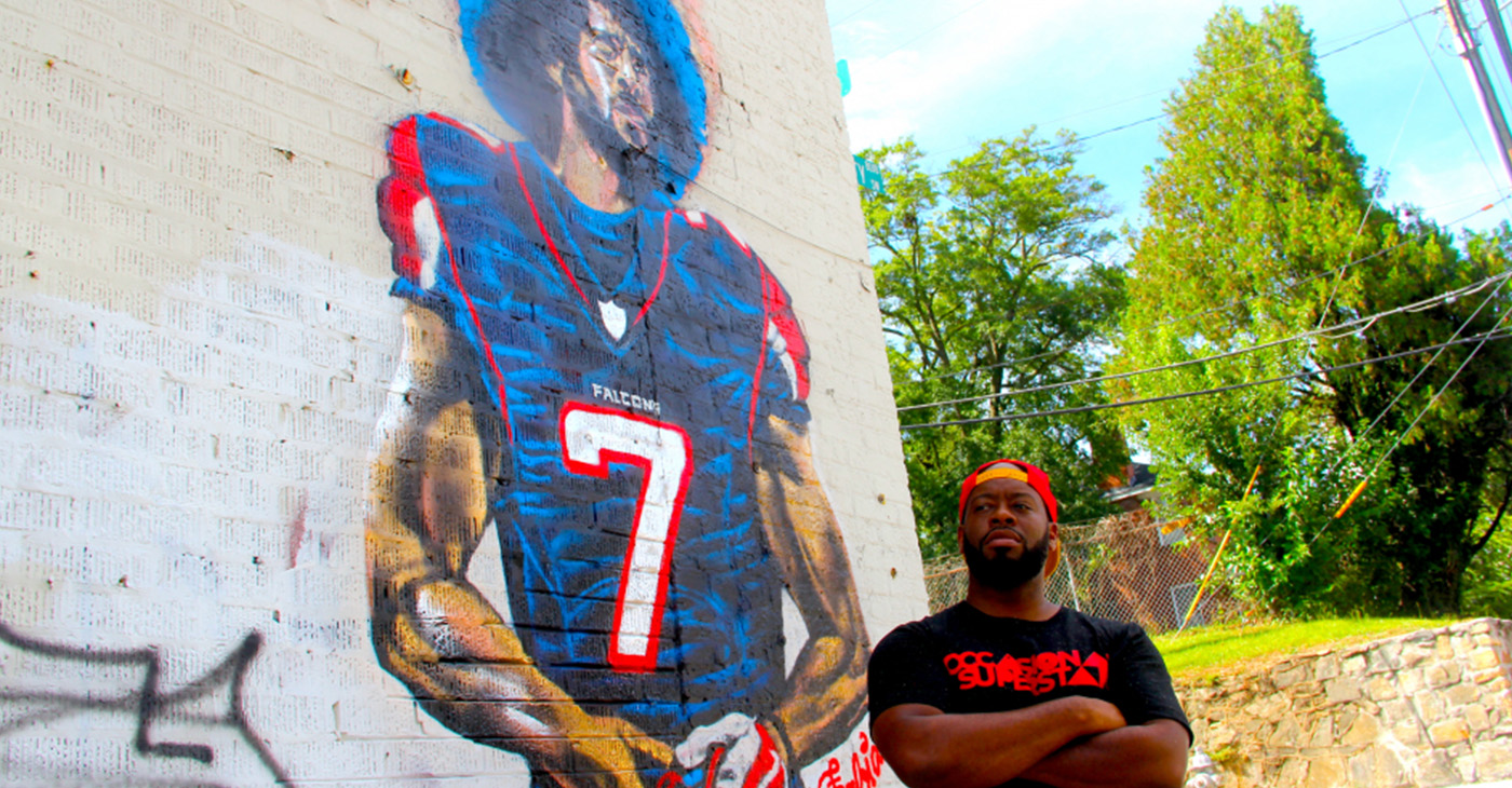 Artist Fabian Williams in front of his mural 'Kaeplanta'. (Photo by: A.R. Shaw)