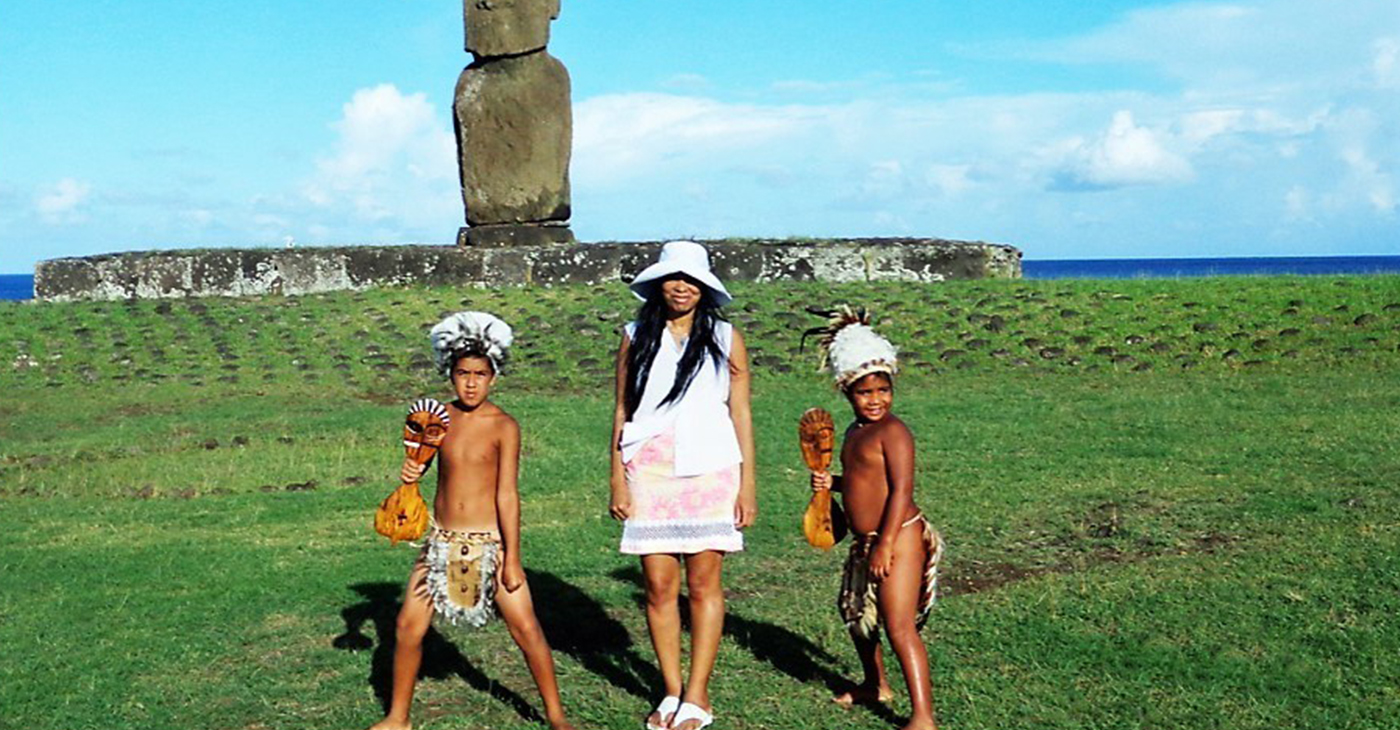 Woni Spotts (Center) at Easter Island