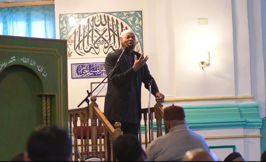 Imam Kenneth Nuriddin addresses the congregation (Photo by: Abdul R. Sulayman | Tribune Chief Photographer)
